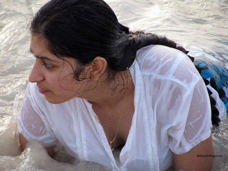 Bunch of desi girls all wet in sea in transparent white clothes pics