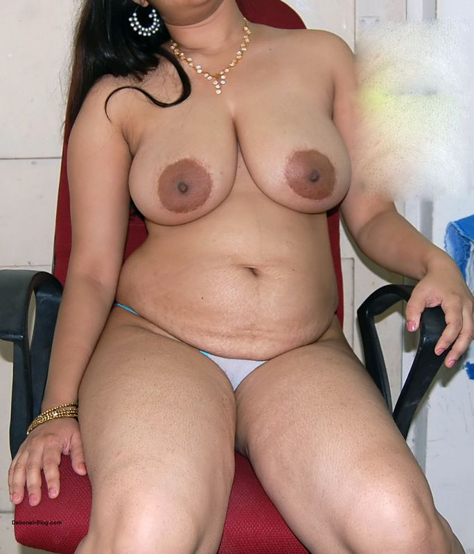 Nude desi aunty show big boobs and pussy nangi pictures
