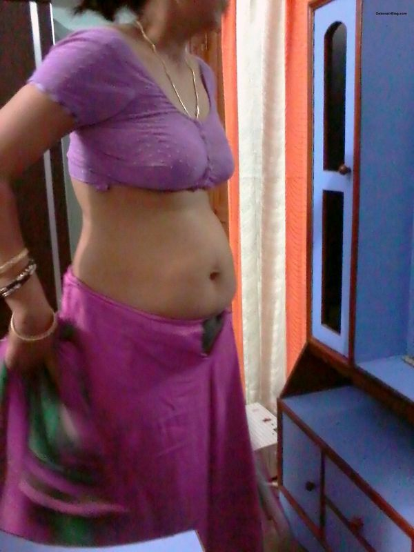 bhabhi ki nangi photo – Beautiful Indian marathi bhabhi open her saree and showing her nude boobs pictures