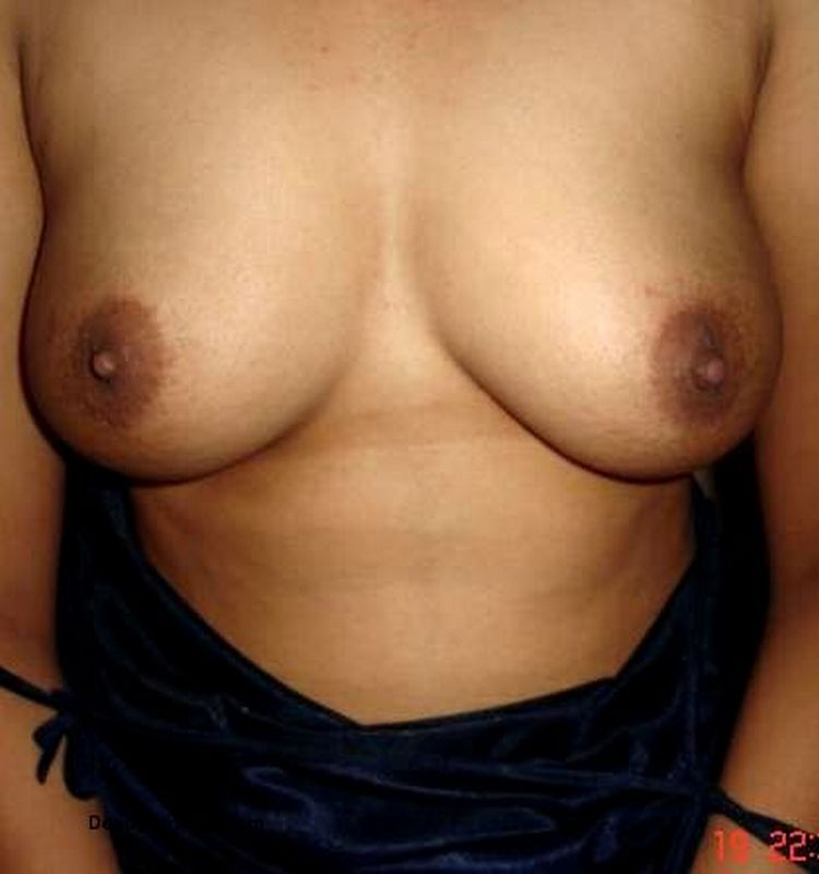 Indian bhabhi remove black top exposing Nude boobs pictures