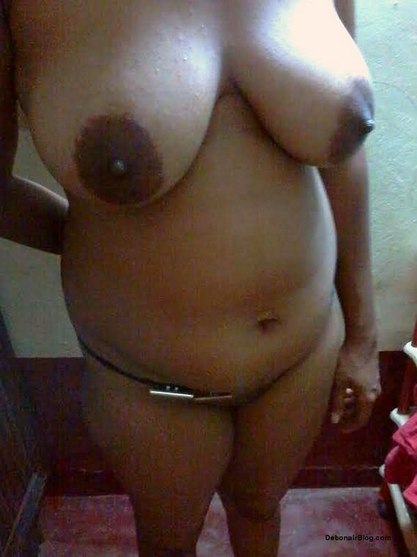 sexy indian aunty posing nude showing big boobs and gaand nangi photos