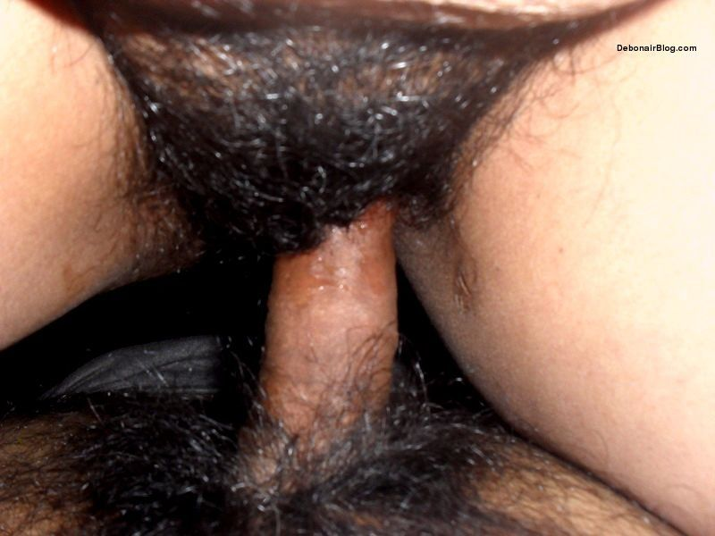 30 year old bhabhi from Kolkata naked showing hairy chut sucking and fucking images