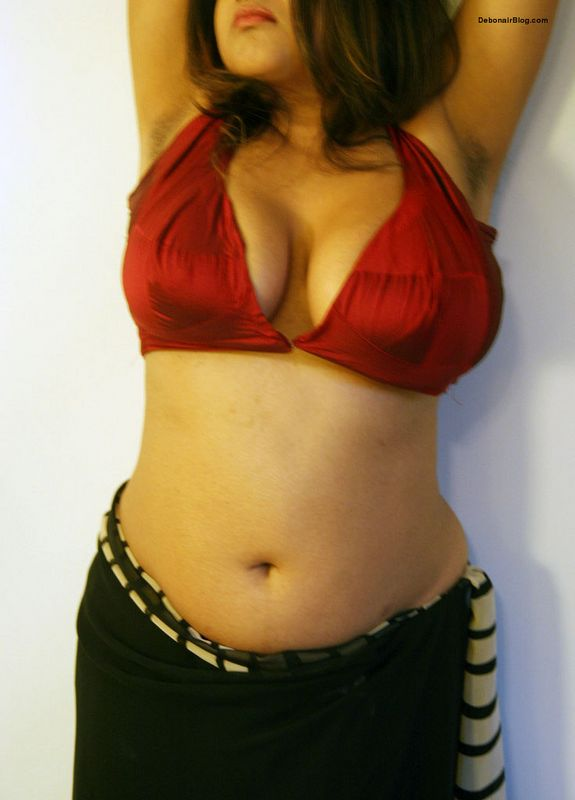 Bengali bhabhi from Kolkata opening tight red blouse releasing big boobs pics