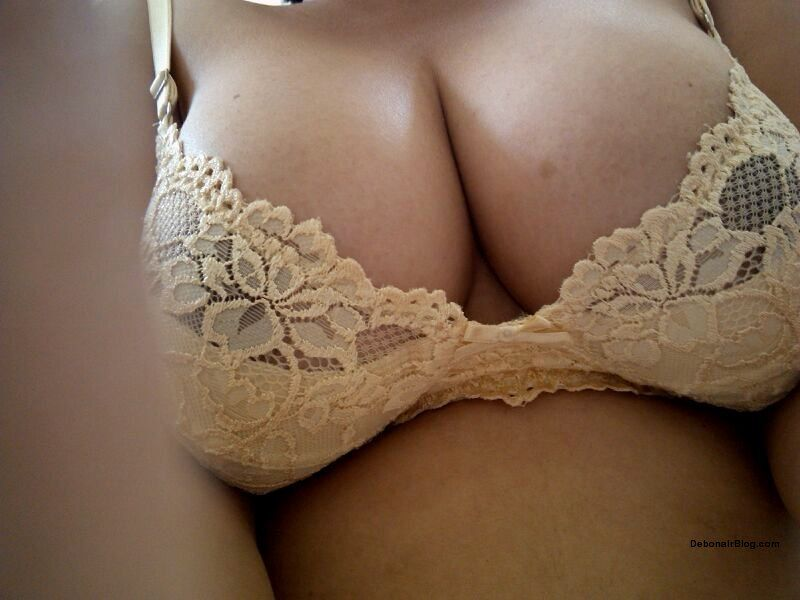 Sexy Bangalore girl showing big boobs naked photos