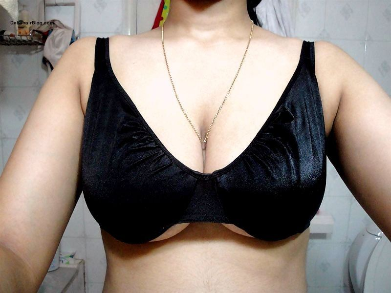 Sexy Indian bhabhi in black bra boobs pussy and ass photos