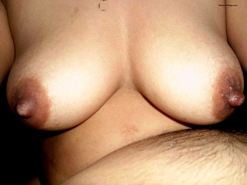 Indian wife Showing yummy milky boobs to you nude pics