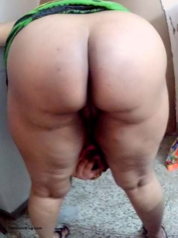 Aunty hiking saree showing pussy and ass pics